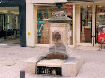 Fontaines de salon de provence for Cours anglais salon de provence